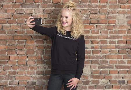 Anne-Jet (14) uit Borne is onze nieuwe (vlog)ster!